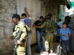 06-09-27 soldiers stop and search in Hebron old city 01