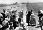 Displaced Palestinians in 1948 during Al-Naqbah (Pic Credit: Palestineremembered.com ?)